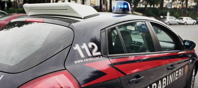 Rapinano un uomo in via Roma: arrestati