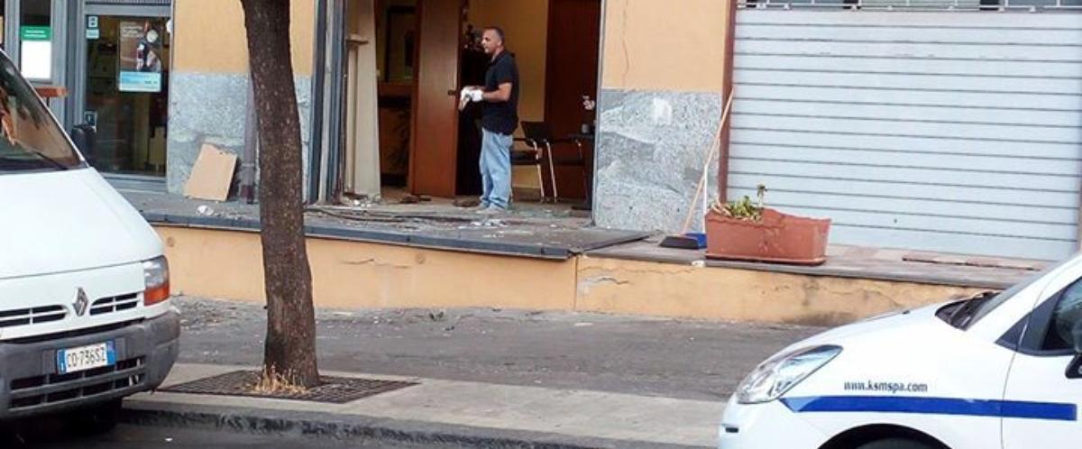 Con un escavatore rubano il bancomat a Motta S. Anastasia