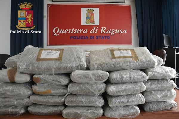 RAGUSA: SEQUESTRATI 300 CHILI DI MARIJUANA