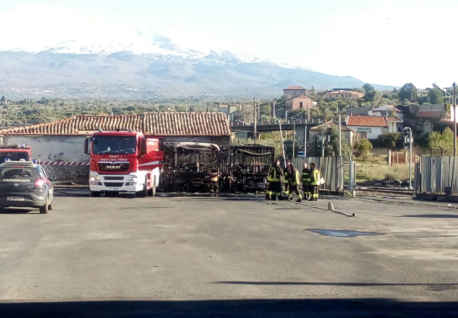 Paterno': autobus in fiamme, cause accidentali
