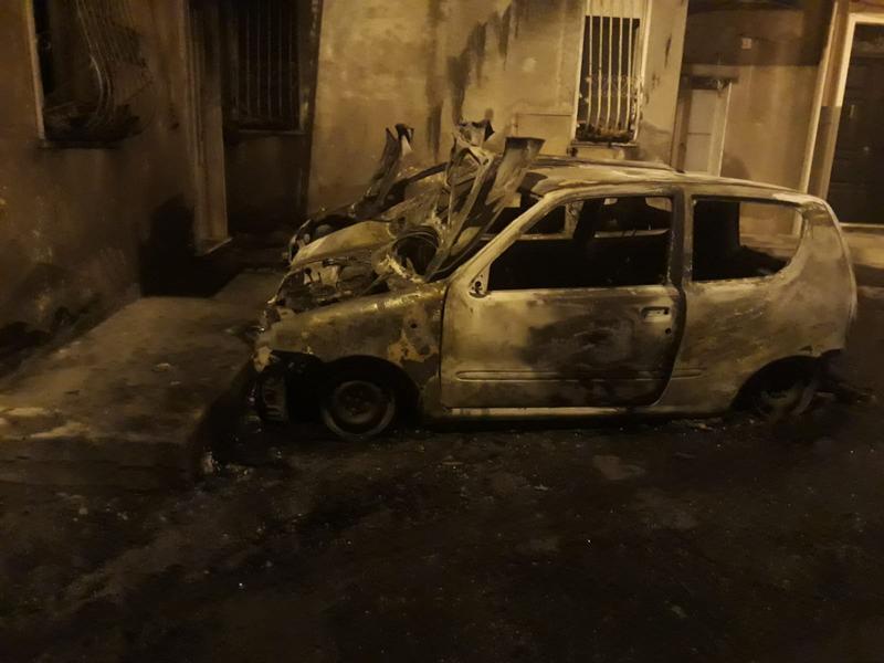 Ancora due auto in fiamme a Paternò