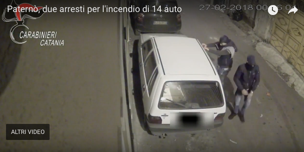 Bruciavano auto a Paternò. Due arresti
