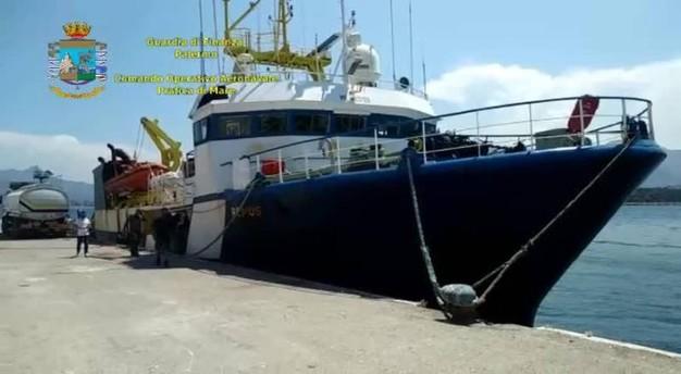 Venti tonnellate di droga immersi nel carburante di una nave