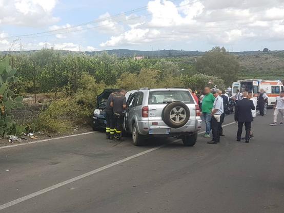 Scontro frontale in C.da Ponte Barca, cinque feriti.