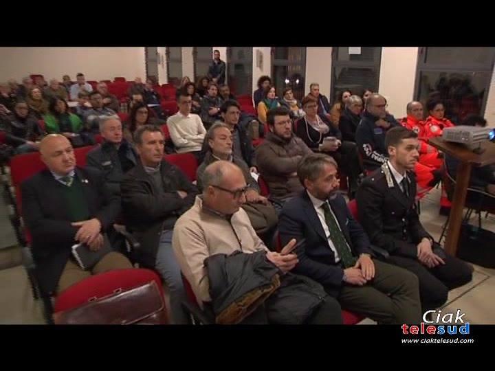 Diverse associazioni si sono riunite nel salone della chiesa Spirito Santo di Paternò insieme alle istituzioni cittadine e le forze dell'ordine per parlare di sicurezza in città