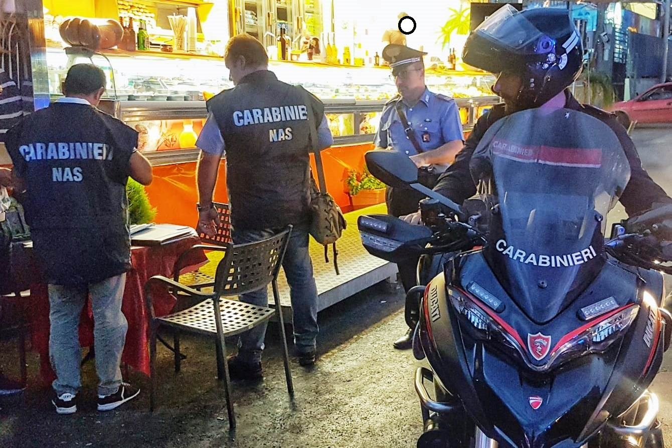 """Catania: """"Street Food"""" del lungomare passati al setaccio. 4 le persone denunciate. Sono emersi: lavoratori in nero e cibi in cattivo stato di conservazione"""
