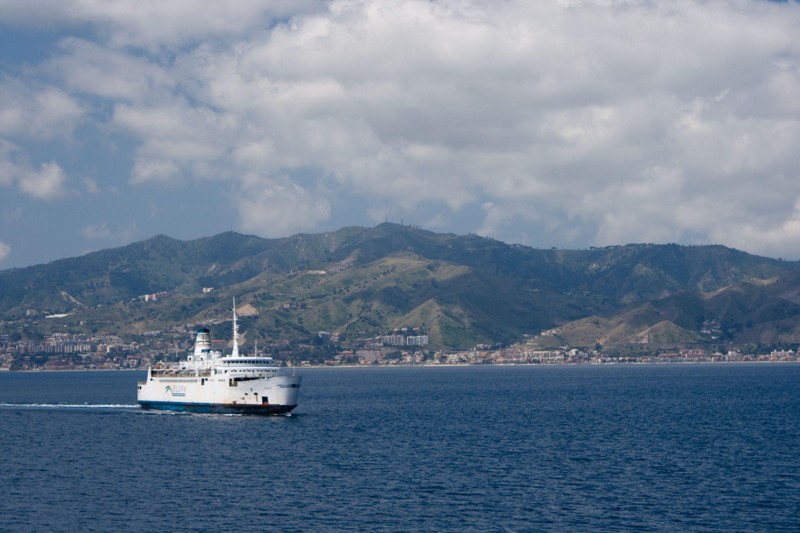 """Emergenza Covid-19. Musumeci: """"Servono più controlli nello Stretto di Messina"""""""
