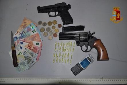 ADRANO: DROGA E ARMA DA TAGLIO. ARRESTATO 29ENNE