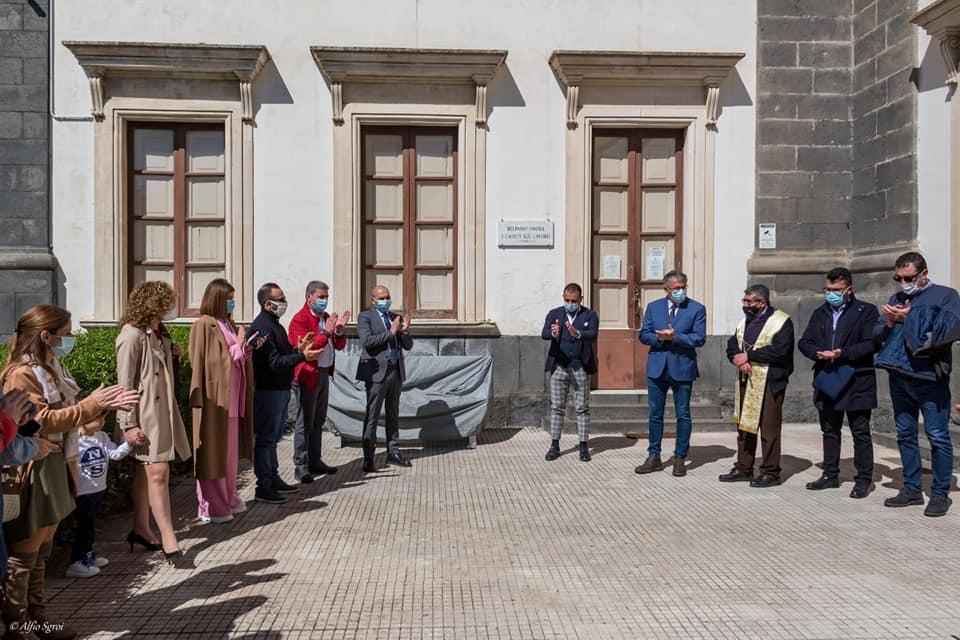 BELPASSO:UNA PANCHINA PER NON DIMENTICARE LE VITTIME DEL CORONAVIRUS