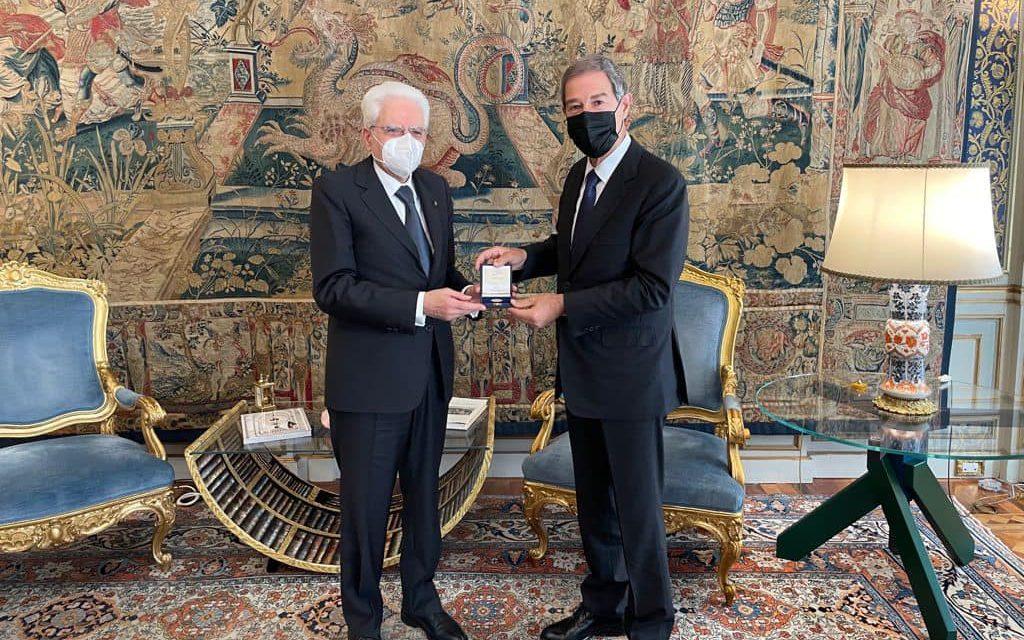 SICILIA: IL PRESIDENTE DELLA REGIONE DONA MEDAGLIA A MATTARELLA PER IL 75°ESIMO ANNIVERSARIO