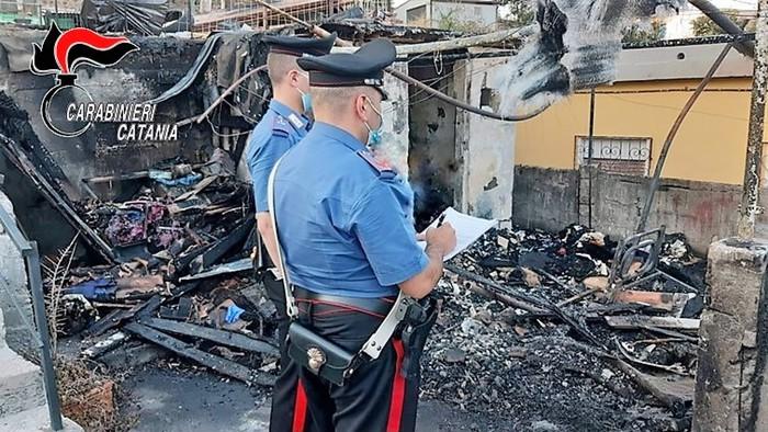 CATANIA:INCENDIA LA BARACCA DEL COGNATO,ARRESTATO 40ENNE