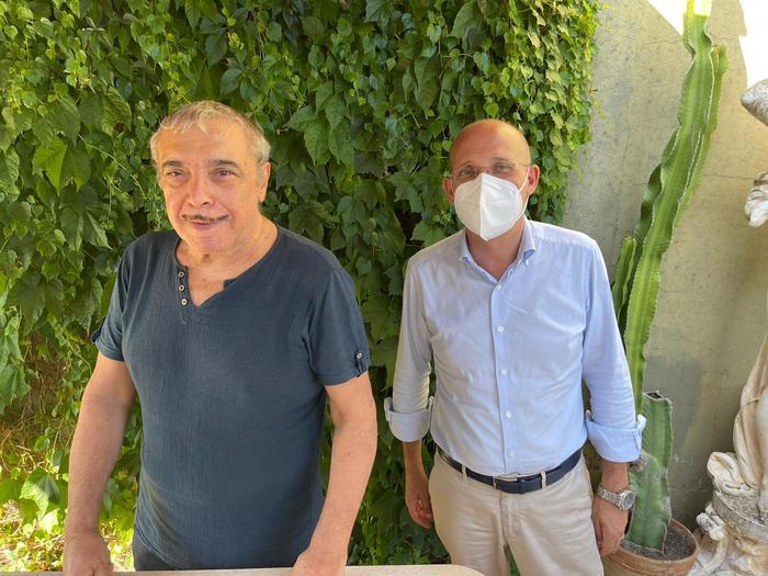 """MESSINA: NINO FRASSICA REGISTRA VIDEO-APPELLO PER """"CONVINCERE"""" I SICILIANI A VACCINARSI"""