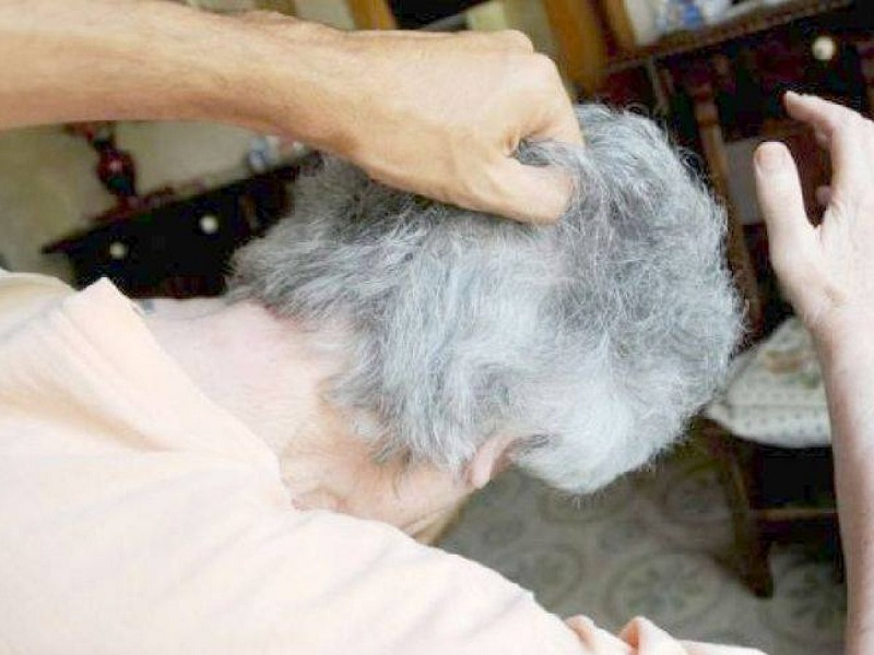 CATANIA: PICCHIA RIPETUTAMENTE I GENITORI INVALIDI E COLTIVA DROGA, ARRESTATO 37ENNE