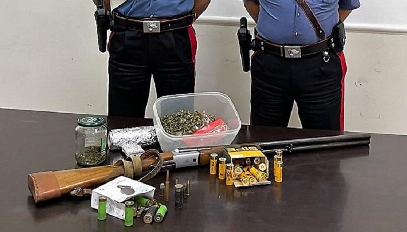 BIANCAVILLA: ARMI, MUNIZIONI E DROGA IN CASA, 2 DENUNCE