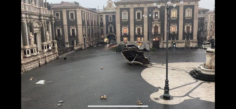 SICILIA: BOMBA D'ACQUA IN CORSO A CATANIA E PROVINCIA, SI REGISTRANO DANNI E FERITI